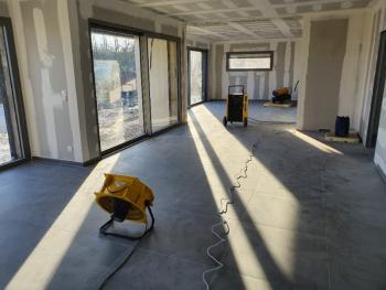 Comment chauffer et Déshumidifier une construction en hiver ?