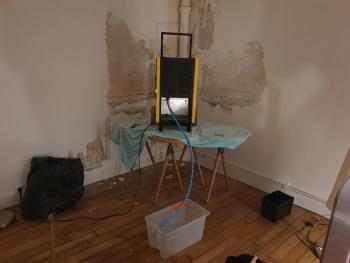 Comment assécher un mur humide ? Comment résoudre un problème d'humidité d'un mur ?