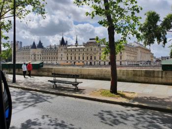 Livraison & installation de climatiseurs à la Conciergerie de Paris